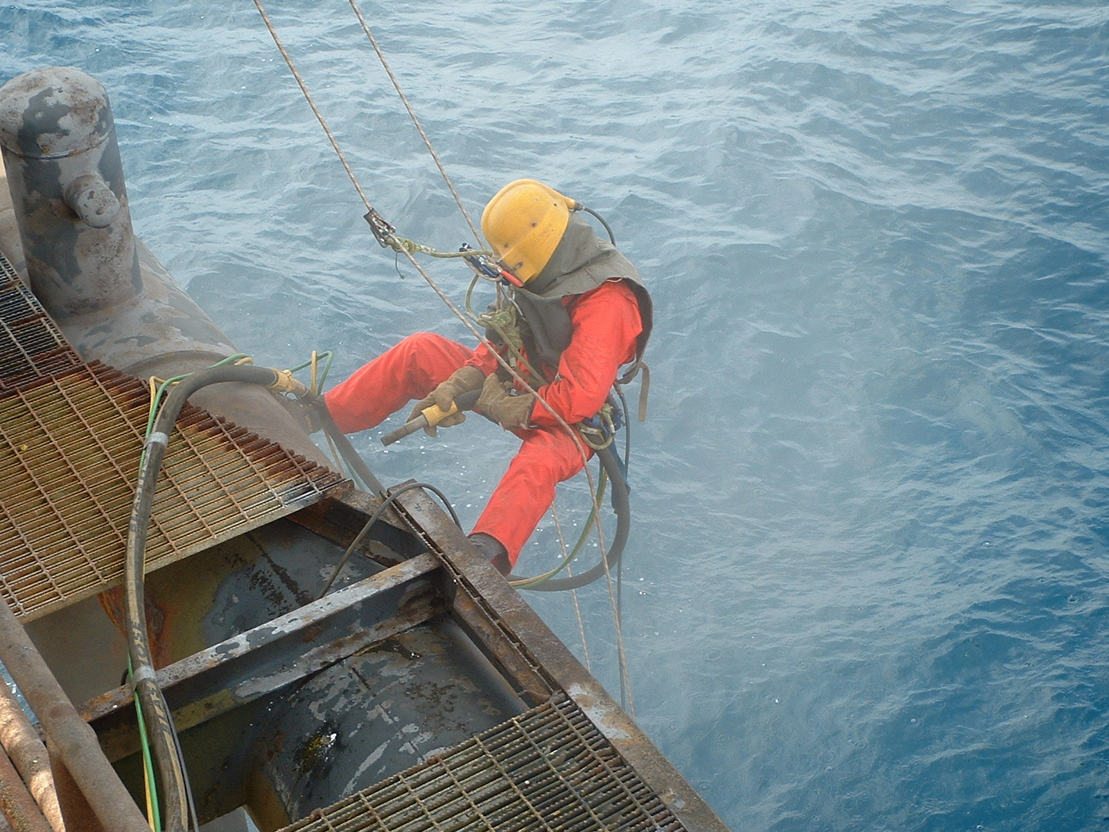 Rope access blasting offshore painting and blasting for Sandblasting and painting